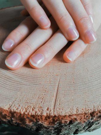 Vyleštěné nehty naší skleněnou leštičkou